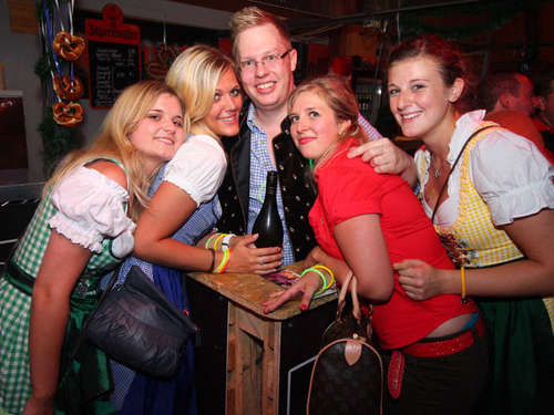 Volksfest Freising: Weinhalle mit Single-Party